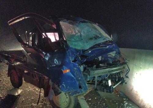 고속도로서 사고충격후 멈춘 1t 화물차 또 치여 운전자 사망