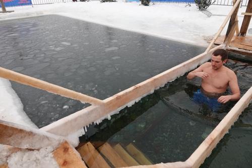 러시아 정교회 신자 210만명, 혹한 속 얼음물에 '풍덩'