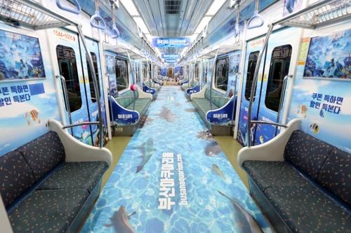 지하철이야 바닷속이야…부산도시철도 아쿠아 테마 열차 운행
