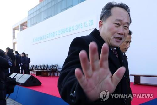 """""""북한, 리선권 외무상 임명 외국대사관들에 지난 11일 통보""""<타스>"""