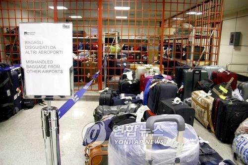 카메라 든 위장가방에 덜미…로마공항서 수하물 훔친 일당 검거