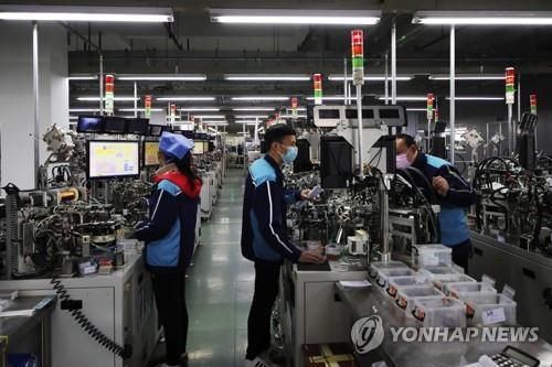 中 민간기업, 코로나19 쇼크에  '휘청'…임금 삭감·체불 증가