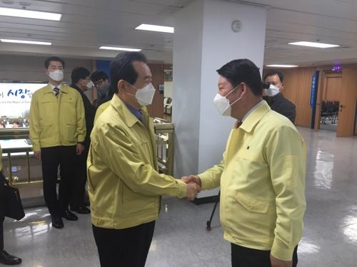 """정총리, 대구시 찾아 """"코로나19 대응에 적극 행·재정 지원"""""""