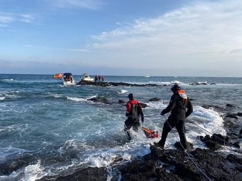 서귀포 해상서 보트 2척 좌초…해경, 승선원 8명 모두 구조