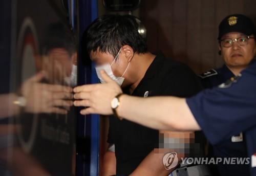 """[2보] '사모펀드 의혹' 조국 5촌조카 구속 연장…""""도주 우려"""""""