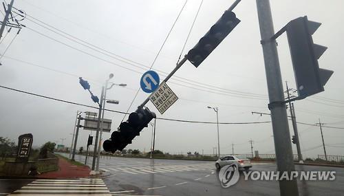 VIDEOS | 4 muertos y 3 desaparecidos tras tifón en Busan