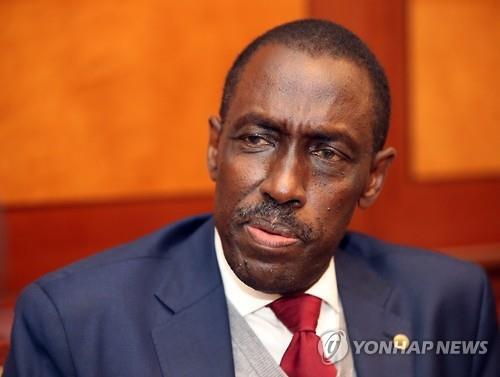 James Mugume, secretario permanente del Ministerio de Asuntos Exteriores de Uganda