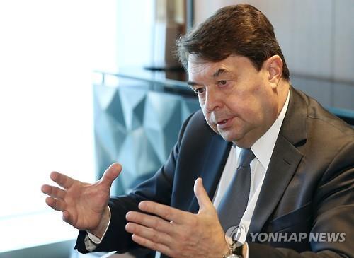 El director ejecutivo de la Organización Mundial del Turismo de las Naciones Unidas, Carlos Vogeler, en una entrevista con la Agencia de Noticias Yonhap, en Songdo, Corea del Sur.