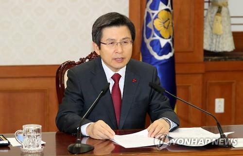 El presidente en funciones y primer ministro, Hwang Kyo-ahn, durante una reunión de ministros del Gabinete, realizada, el 22 de diciembre del 2016, en el complejo del Gobierno central, en Seúl.