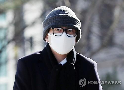 Lim Beom-joon acude al juzgado para asistir a la audiencia sobre la orden de detención en su contra.