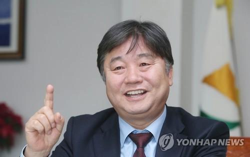 El jefe de la comarca de Hwacheon, Choi Moon-soon (foto de archivo)