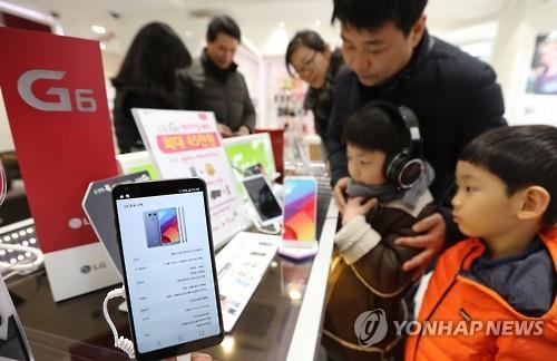 G6, el nuevo teléfono inteligente de LG Electronics Inc. (foto de archivo)
