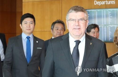 El presidente del Comité Olímpico Internacional (COI) Thomas Bach llega a Corea del Sur, el 14 de marzo de 2017, a través del Aeropuerto Internacional de Incheon, al oeste de Seúl.