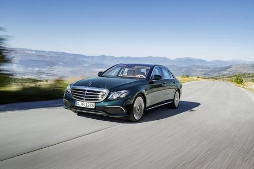 El sedán E300 de Mercedes-Benz (foto cortesía de Mercedes-Benz)