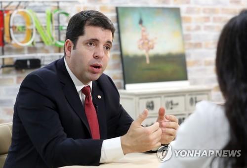 Fabrizio Caligaris, ministro de la Secretaría de Información y Comunicación (SICOM) de Paraguay, en una entrevista realizada con la Agencia de Noticias Yonhap, el 14 de junio del 2017, en Seúl..