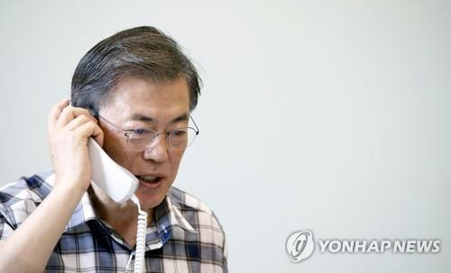 (AMPLIACIÓN)- Moon y Trump sostienen diálogos telefónicos sobre Corea del Norte