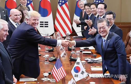 Firmas chinas y de EEUU firman contratos en visita de Trump