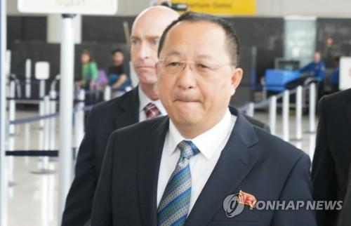 El ministro de Asuntos Exteriores de Corea del Norte, Ri Yong-ho, llega al aeropuerto JFK de Nueva York, el 20 de septiembre del 2017, para asistir a la Asamblea General de las Naciones Unidas. (Foto de archivo)