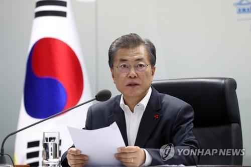 El presidente surcoreano, Moon Jae-in, preside una reunión de emergencia del Consejo de Seguridad Nacional por el último lanzamiento de un misil balístico de Corea del Norte, celebrada, el 29 de noviembre de 2017, en la oficina presidencial, Cheong Wa Dae, en Seúl.