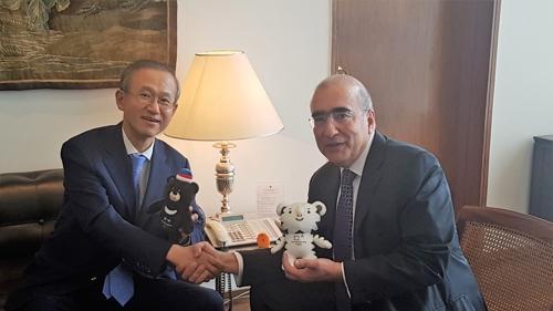 El viceministro de Asuntos Exteriores de Corea del Sur, Lim Sung-nam (izda.), y su homólogo brasileño, Abbott Galvao. (Foto cortesía del Ministerio de Asuntos Exteriores surcoreano)