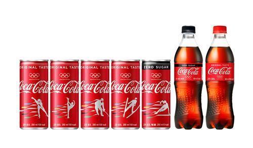 La imagen, proporcionada, el 6 de diciembre del 2017, por Coca-Cola Beverage Co., muestra sus productos con dibujos conmemorativos de los Juegos Invernales de PyeongChang 2018.