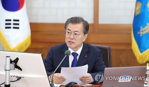 El presidente de Corea del Sur, Moon Jae-in, preside la primera reunión del Gabinete del año, el 2 de enero de 2018, en la Oficina del Presidente, Cheong Wa Dae, en el centro de Seúl.