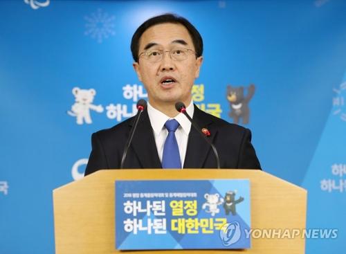 El ministro de Unificación surcoreano, Cho Myoung-gyon, habla durante una conferencia de prensa, celebrada, el 2 de enero de 2018, en Seúl, sobre la propuesta surcoreana de celebrar una reunión intercoreana de alto nivel para la participación de Corea del Norte en los Juegos Olímpicos de Invierno de PyeongChang.