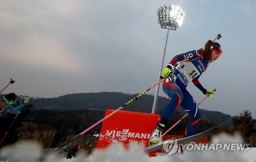La deportista surcoreana de biatlón, Mun Ji-hee, compite en la Copa del Mundo de la Unión Internacional de Biatlón en PyeongChang, el 5 de marzo de 2017. (Foto de archivo)
