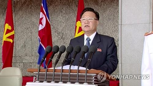 En la imagen publicada, el 15 de abril de 2017, se muestra a Choe Ryong-hae, el funcionario número dos de facto en el Norte pronunciando un discurso durante un desfile militar. (Uso exclusivo dentro de Corea del Sur. Prohibida su distribución parcial o total)