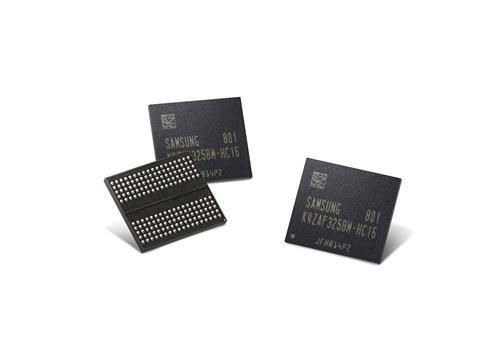 En la imagen, proporcionada por Samsung Electronics Co., se muestra la primera memoria gráfica GDDR6 de 16 Gb del mundo.
