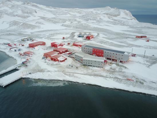 La base Rey Sejong, en la isla Rey Jorge, en la parte occidental de la Antártida (imagen proporcionada por el Ministerio de los Océanos y la Pesca)