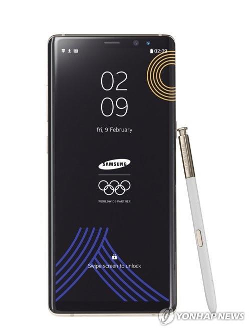 En la imagen, publicada, el 17 de enero de 2018, por Samsung Electronics Co., se muestra la edición olímpica del tabléfono Galaxy Note 8 de la firma.