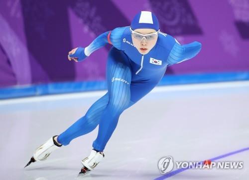La patinadora de velocidad surcoreana Noh Seon-yeong participa, el 12 de febrero de 2018, en la prueba femenina de 1.500 metros de patinaje de velocidad en el Oval de Gangneung, a unos 240 kilómetros al este de Seúl, durante los Juegos Olímpicos de Invierno de PyeongChang 2018. Noh acabó en el puesto 14º.