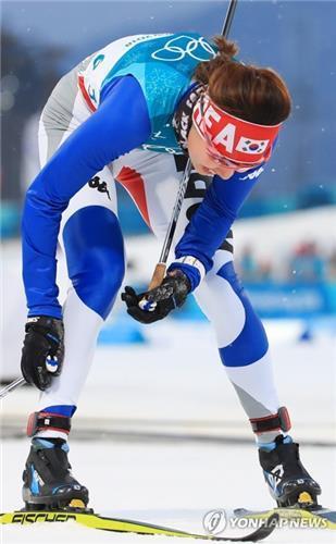 Ju Hye-ri, de Corea del Sur, cruza la línea de llegada en la clasificación de esprín clásico de esquí de fondo femenino, disputada, el 13 de febrero de 2018, en el Centro de Esquí de Fondo en PyeongChang.