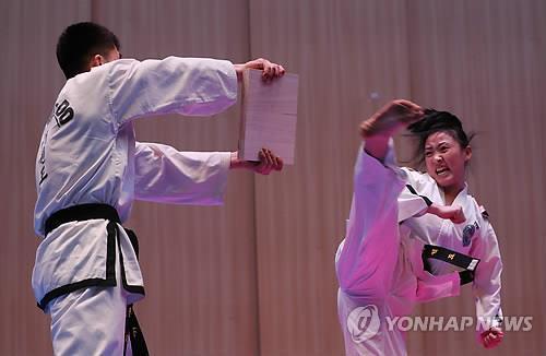 Esta foto de archivo muestra un espectáculo conjunto de taekwondo de Corea del Sur y Corea del Norte. (Foto de archivo)