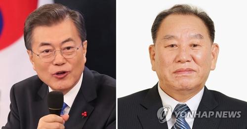 Las fotos de archivo muestra al presidente surcoreano, Moon Jae-in (izda.) y Kim Yong-chol, jefe del Departamento del Frente Unido del gubernamental Partido de los Trabajadores.