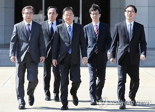 El 5 de marzo de 2018, los miembros de la delegación especial de Corea del Sur parten a Pyongyang desde el Aeropuerto de Seúl en Seongnam, al sur de Seúl. Se espera que la delegación se reúna con el líder norcoreano, Kim Jong-un, durante su visita de dos días, con la misión de iniciar los diálogos de desnuclearización.