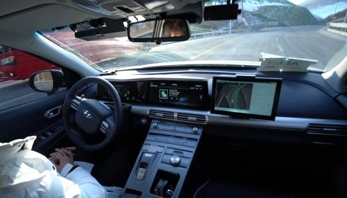 En la imagen, proporcionada por KT Corp., se muestra el vehículo autónomo de Hyundai Motor Co.