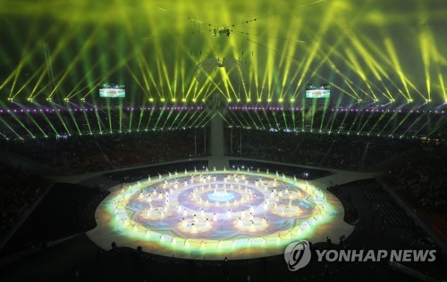 Una actuación que refleja el arte tradicional coreano se realiza durante la ceremonia de apertura de los Juegos Paralímpicos de Invierno de PyeongChang 2018, celebrada en el Estadio Olímpico de PyeongChang, en la provincia de Gangwon, el 9 de marzo de 2018.