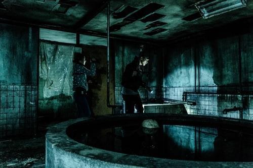 """En la imagen se muestra una escena de """"Gonjiam: El manicomio embrujado""""."""