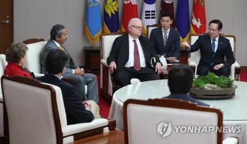 Surcorea, China y Japón celebrarán cumbre el 9 de mayo