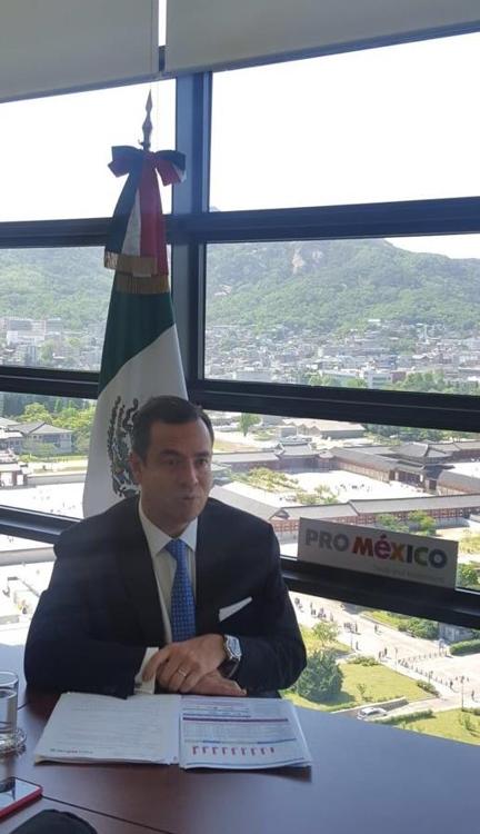 Paulo Carreño King, CEO de ProMéxico, la agencia del Gobierno federal mexicano a cargo de atraer inversión extranjera directa, habla durante una entrevista con la Agencia de Noticias Yonhap en la embajada de México, en el centro de Seúl, el 23 de mayo de 2018, en esta foto fue proporcionada por la embajada.