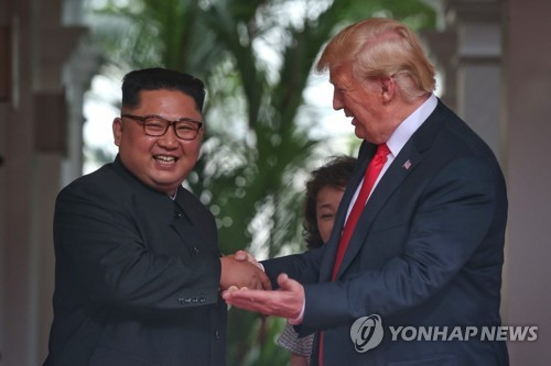 Trump dice que le dio a Kim Jong-un un número de teléfono directo para llamarse