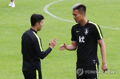 Corea del Sur alinea a un delantero imponente y cuatro defensores contra Suecia
