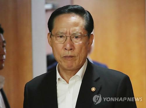 El ministro de Defensa, Song Young-moo, asiste a una reunión  organizada, el 12 de julio de 2018, en el complejo gubernamental de Seúl.