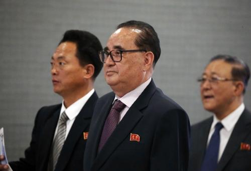 Ri Su-yong (centro), vicepresidente del Partido de los Trabajadores de Corea del Norte (foto de archivo)