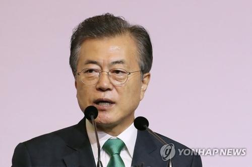El presidente surcoreano, Moon Jae-in, habla en una charla especial celebrada, el 13 de julio de 2018, en Singapur.