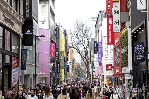 El distrito comercial de Myeongdong (foto cortesía de la Organización de Turismo de Corea del Sur)