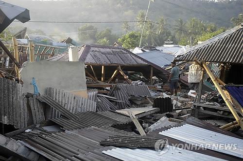 La foto de AP-Yonhap muestra la imagen de Lombok afectada por un terremoto.