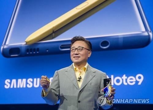 Koh Dong-jin, jefe de la división de tecnología de la información y de móviles de Samsung Electronics Co.